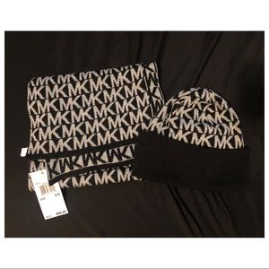 MICHAEL KORS NEVER WORN SCARF AND HAT